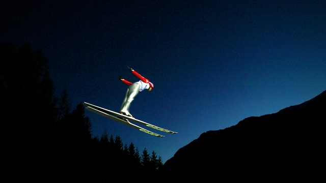 Vorhandenes Tageslicht ist im Skispringen nicht zwingend - das bewies Val di Fiemme schon bei der WM 2003.