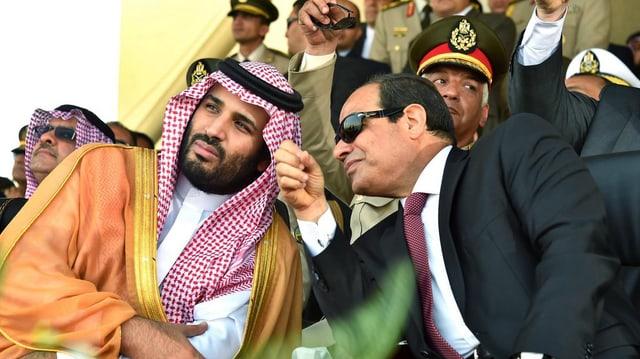 Il prinzi ereditar da  l'Arabia Saudita Mohammed bin Salman (san.) en discurs cun il president egipzian  Abdel Fattah al-Sisi.