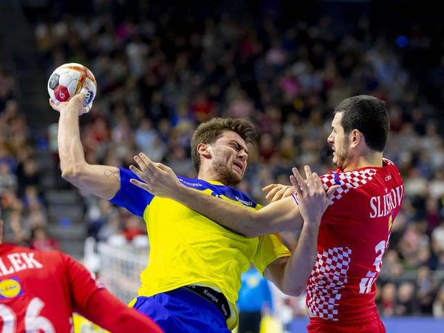 Brasiliens Haniel Langaro gegen den Kroaten Ivan Sliskovic.