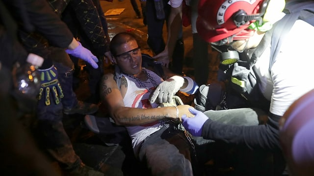 Zu sehen ein Verletzter Demonstrant in Lima.