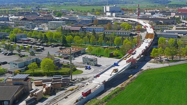 Die neue Aarebrücke in der Bildmitte.