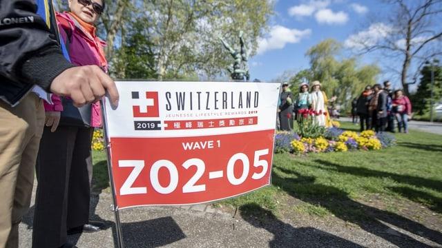 Schild mit Zahlen für Touristenführer
