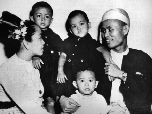 Ein Porträt der Familie von Aung San Suu Kyi. Eine Aufnahme von 1947