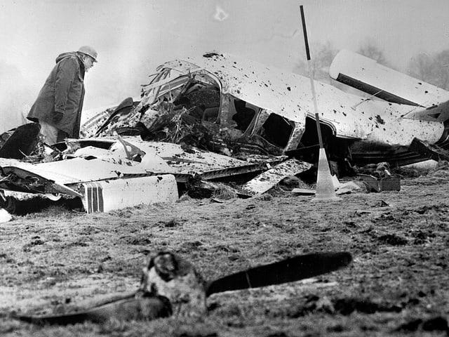 Zerstörtes Flugzeugwrack nach dem Absturz vom 17. Februar 1982
