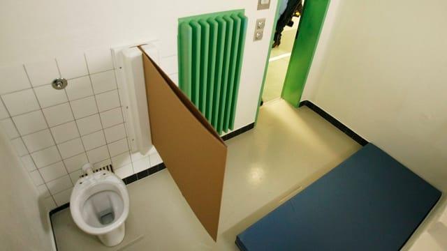 Blick in eine der Ausnüchterungszellen in der Hauptwache Urania.