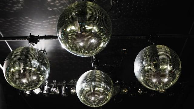 Vier Discokugeln