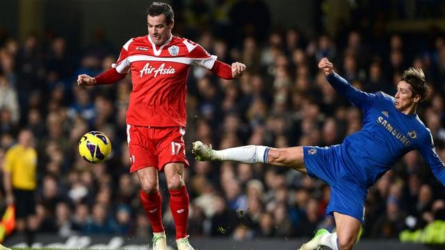 Der Einsatz von Chelsea (Fernando Torres, r., hier gegen Ryan Nelson) blieb gegen die Queens Park Rangers unbelohnt.