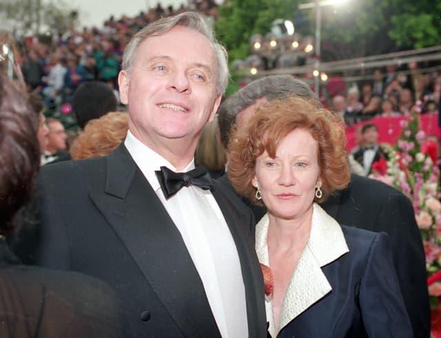 Mann und Frau an einer Premiere