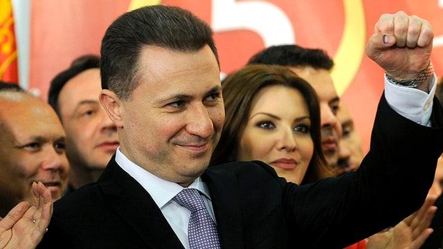 Regierungschef Nikola Gruevski ballt die Faust und lächelt