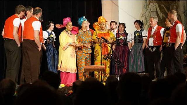 Schweizer Jodler treten am Klangfestival gemeinsam mit anderen Sängern auf.