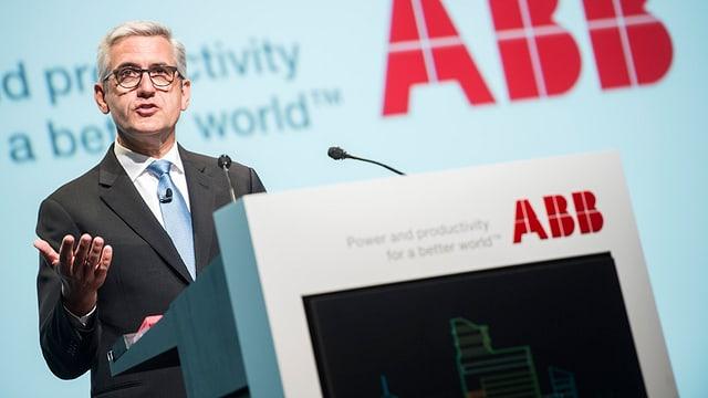 Ulrich Spiesshofer, il CEO da ABB, al podium.
