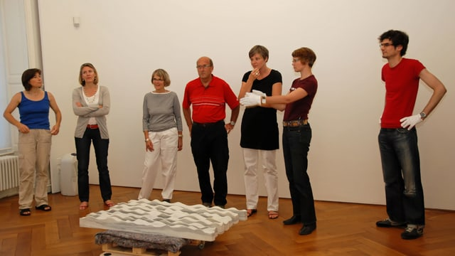 Gruppe von Ruderern im Museum