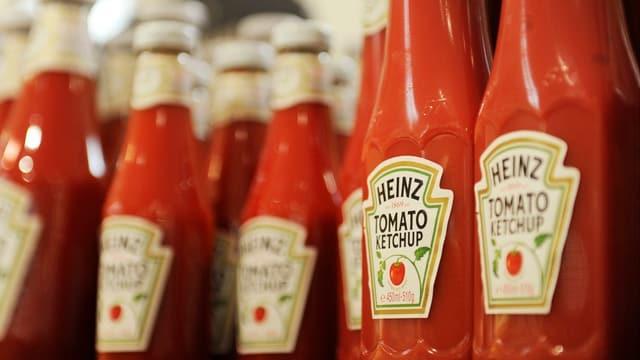 Flaschen mit Heinz Ketchup