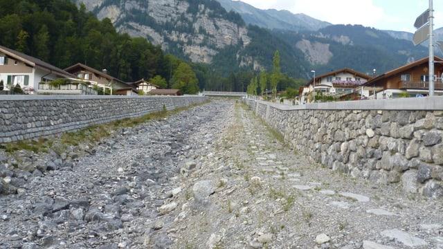 Der Glyssibach wurde zum Schutz der Häuser in Brienz stark verbreitert