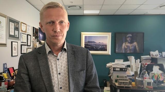JP Smith in seinem Büro