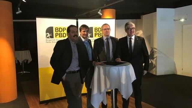Jon Domenic Parolini, Benno Niggli e Gian Michael (da dretg) sustegnan cun tutta forza lur cusseglier naziunal Duri Campell che lez possia restar in'ulteriura legislatura a Berna.