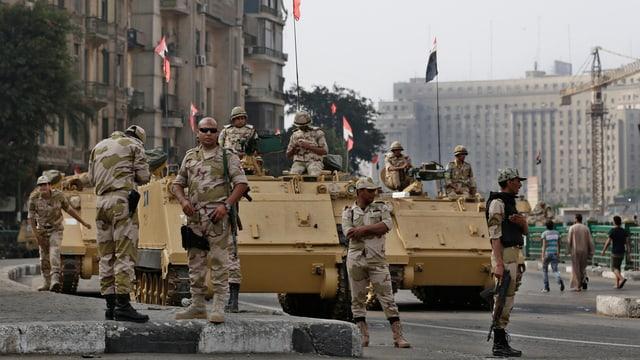 Panzer am Eingang zum Tahrir-Platz am letzten Freitag.