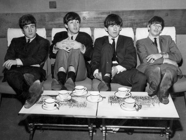 Schwarz-weiss-Foto der Beatles aus dem Jahre 1963.