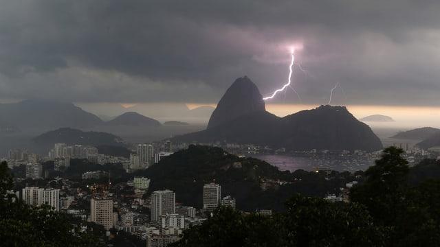 Rio de Janeiro cun chametg davostiers.