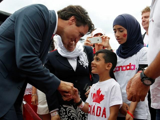 Trudeau begrüsst im Sommer 2016 syrische Flüchtlinge.