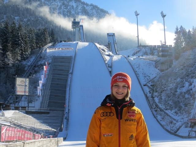 Vor der Sprungschanze in Oberstdorf.