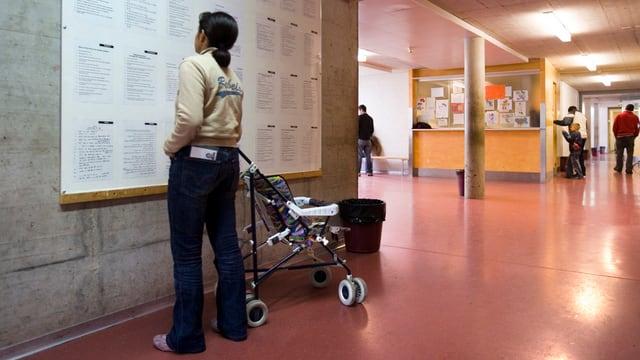 Personen in einem Asylzentrum