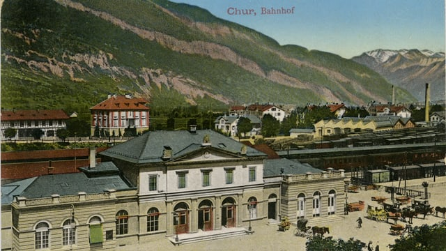Il maletg mussa ina foto da la staziun da Cuira l'onn 1913