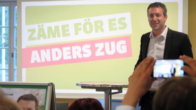 Andreas Hürlimann spricht zur Versammlung