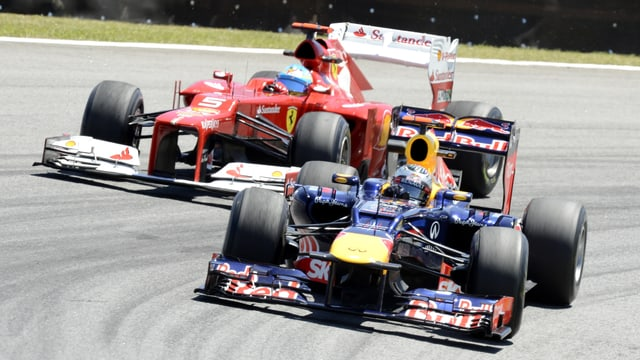 Noch hat Sebastian Vettel im Red Bull die Nase vorn.