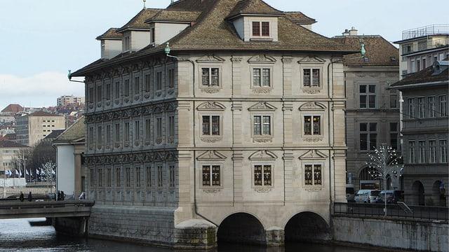 Das Rathaus in der Stadt Zürich.