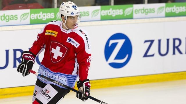 Reto Schäppi dals ZSC Lions en il dress da la naziunala Svizra da hockey sin glatsch.