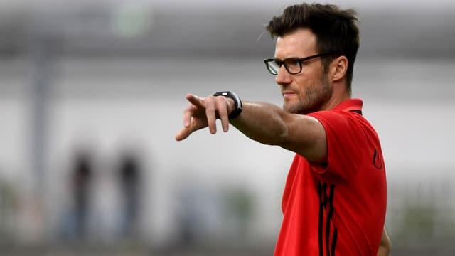 FCB-Trainer Raphael Wicky gibt Anweisungen.