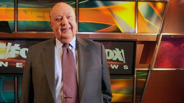 L'anteriur schef da Fox News Roger Ailes en in studio da televisiun.