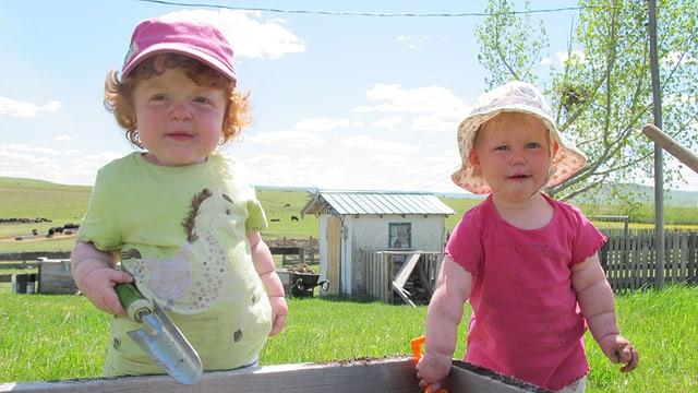 Josephine und Schwester Elena (rechts).