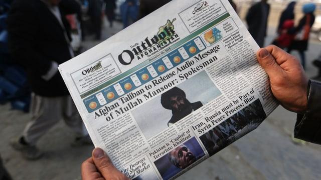 Zeitung mit Bericht über Audioaufnahme