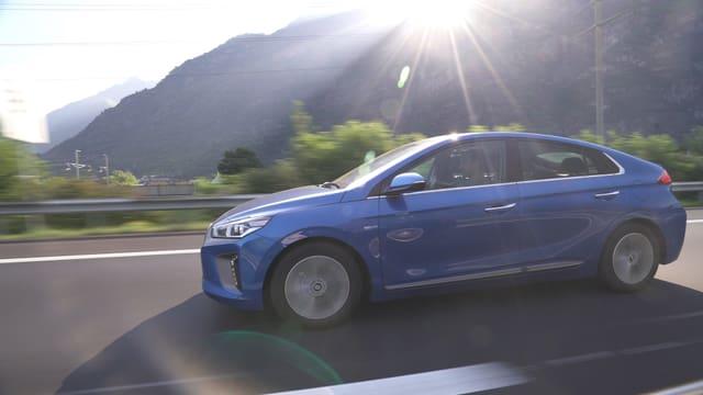 Video «Elektrisch bis zum Matterhorn – Der Hyundai Ioniq im Härtetest» abspielen
