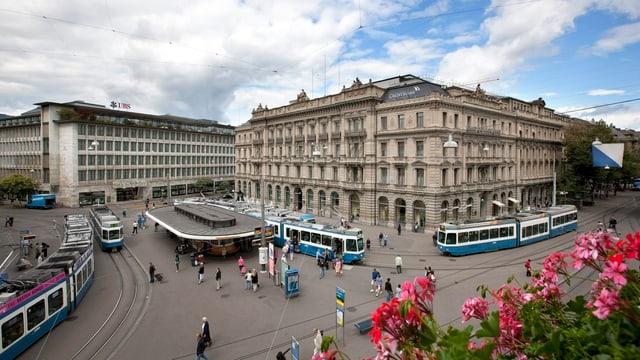Der Zürcher Paradeplatz mit der CS und der UBS.