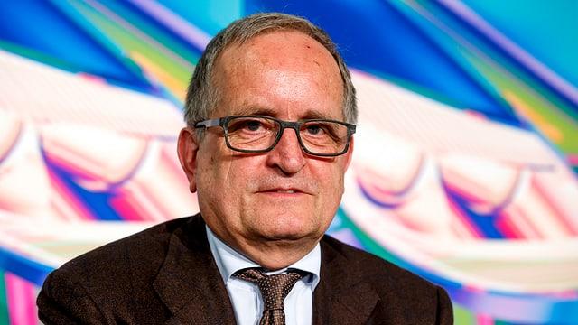 Es ist François Launaz, Präsident von Auto-Schweiz am diesjährigen Autosalon Genf abgebildet.