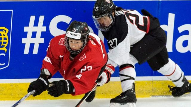 Verteidigerin Nicole Bullo (l.) soll die Schweizer Defensive stabilisieren.