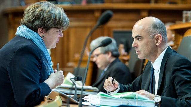 Isabelle Chassot und Alain Berset unterhalten sich