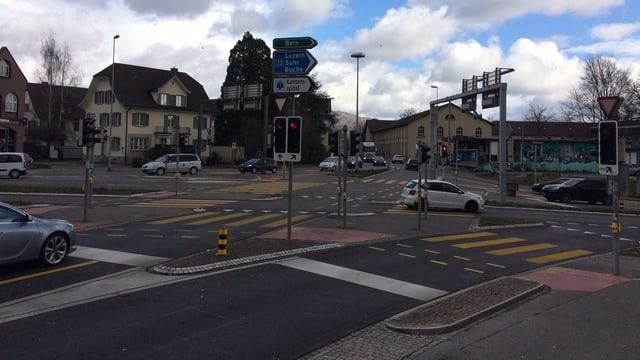 Stark befahrene Kreuzung in Aarau