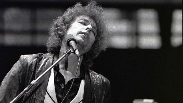 Bob Dylan vor dem Mikrofon