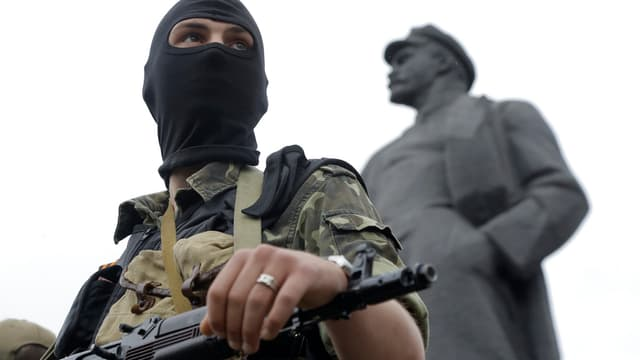 Pro-russischer Kämpfer in Donezk.