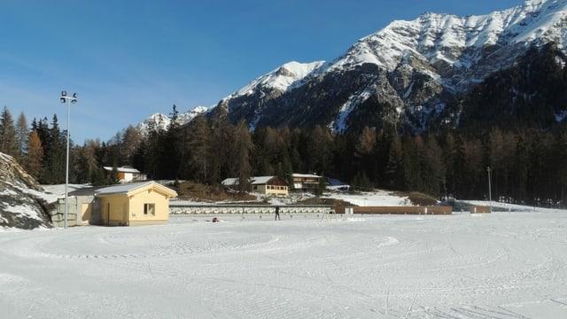 vista sin l'arena da biatlon a Lantsch