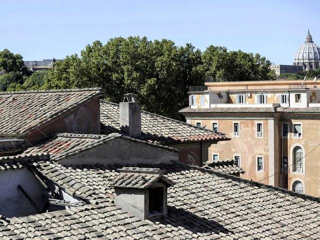 Bild des 2016 eingestürzten Schulhausdaches in Rom.