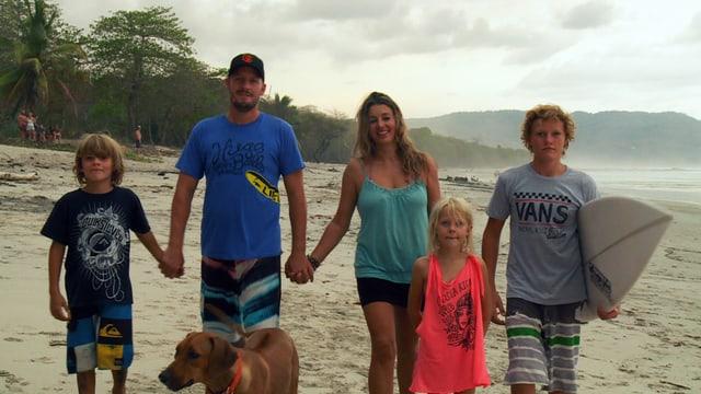 Nicole Gerstner und Mike Wiedmer und ihre drei Kinder