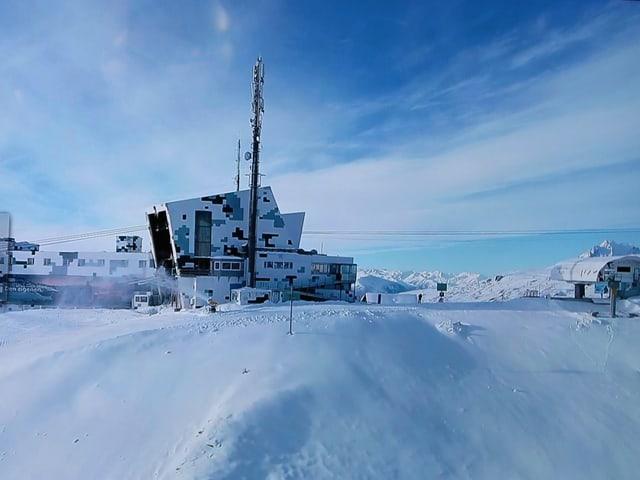La antenna sin il crap s. Gion nua che la cabina da Laax vegn siadora.