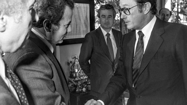 Farrouk Kaddami (PLO) e Cusseglier federal Pierre Aubert.