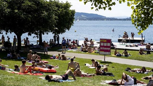Das Seebad Seeliken in Zug: Sonnenhungrige am Pfingstsonntag.