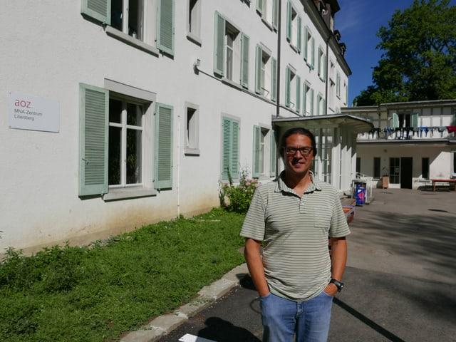 Leiter Urs Kenny vor dem Zentrum Lilienberg